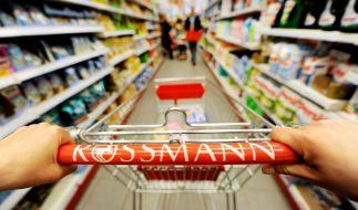 Mit einigen Tricks sparen Kunden bei Rossmann und Co. Geld. (Foto)