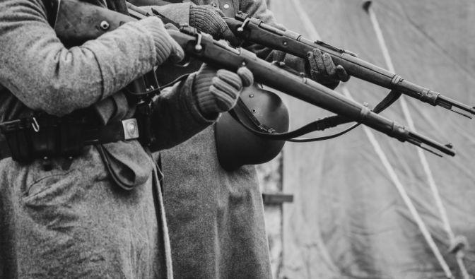 Nazi-Massengrab im Wald entdeckt