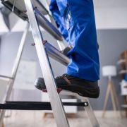 Autsch! Mann rammt sich Leiter in den Kopf - und überlebt (Foto)