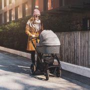 Unbekannte werfen Kinderwagen um! Säugling schwer verletzt (Foto)