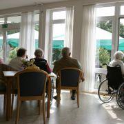 Essen und Trinken verweigert! Pfleger haben Bewohner gequält (Foto)