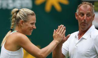 Thomas Muster klatscht mit Angelique Kerber ab bei der Champions Trophy zum ATP-Turnier Gerry Weber Open 2017. (Foto)