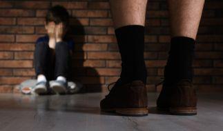 Ein inzwischen verstorbener Jugendleiter aus Mittelfranken soll über knapp drei Jahrzehnte hinweg Jungen sexuell missbraucht haben (Symbolbild). (Foto)