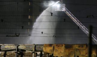 Bei einem Großbrand in einer Abstellhalle der Rheinbahn in Düsseldorf sind in der Nacht zum 1. April 2021 40 Linienbusse zerstört worden. (Foto)