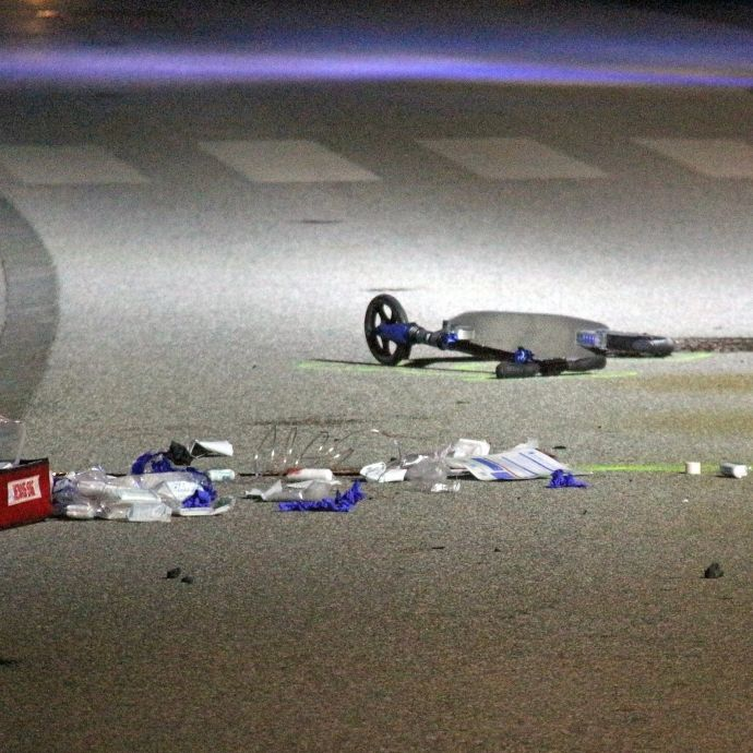 Junge (7) auf Tretroller von Auto mitgeschleift - tot! (Foto)