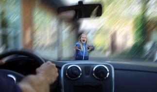 Ein Autofahrer hat zwei Kinder in Essen angefahren. Die Polizei fahndet nun fieberhaft nach dem flüchtigen Unfallfahrer. (Foto)