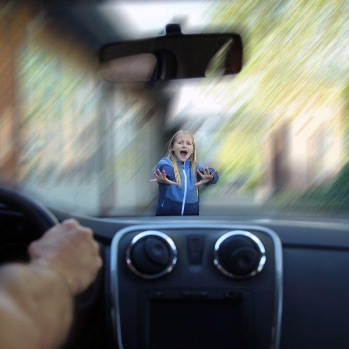 Autofahrer überfährt Kinder (4) und flüchtet (Foto)