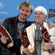 Nik P. (l.) und DJ Ötzi freuen sich über ihre ECHO-Auszeichnungen 2008.