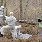 Wer ist die Tote im Wald? Fans fürchten Serientod (Foto)