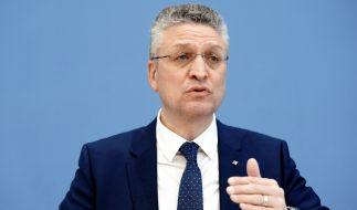 Lothar Wieler richtete eine flehende Bitte an die Menschen in Deutschland, sich zu schützen. Die Intensivmediziner fordern verzweifelt nach einen sofortigen Lockdown. (Foto)