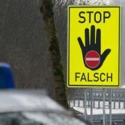 Verweste Leiche als Beifahrer! Polizei erwischt Falschfahrer (Foto)