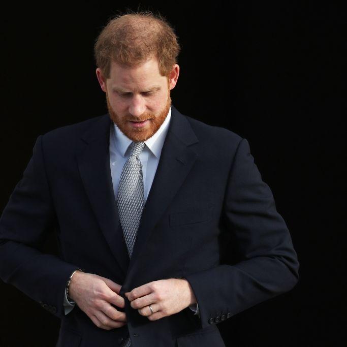 Herzog von Sussex ohne Meghan Markle in London gelandet (Foto)