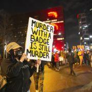 Afroamerikaner (20) von Polizisten erschossen - Proteste eskaliert (Foto)