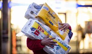 Schon bald könnte die Preise für Klopapier bei Aldi und Co. explodieren. (Foto)