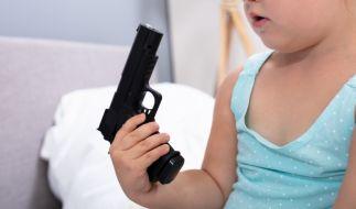 Das leichtfertige Spiel mit einer Waffe bezahlte ein dreijähriges Kind aus dem US-Bundesstaat Louisiana mit dem Leben (Symbolbild). (Foto)