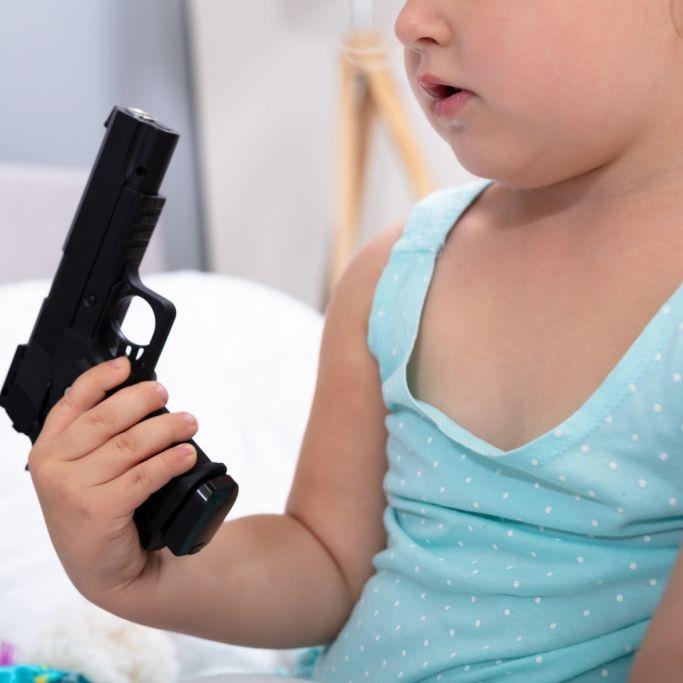Kind (3) spielt mit Papas Waffe - und stirbt durch Schuss (Foto)