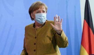 Angela Merkel trägt seit einigen Tagen einen Verband am Mittelfinger. (Foto)