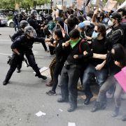 Demo-Teilnehmer von Polizisten beschossen - Hoden explodiert! (Foto)