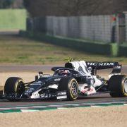Yuki Tsunoda während einer Formel-1-Testfahrt für das Team Scuderia AlphaTauri.