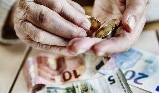 Immer mehr Senioren müssen ihre Rente mit Sozialhilfe aufstocken. (Foto)