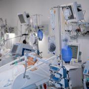 """""""Wahrlich herzzerreißend""""! Sterbende Covid-19-Patienten mit """"Hand Gottes"""" getröstet (Foto)"""