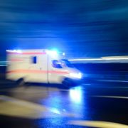 Fahrradfahrer gerät unter Straßenbahn - schwer verletzt (Foto)