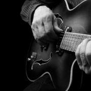 Geräusch-Horror! Gitarrist nimmt sich im Wald das Leben (Foto)