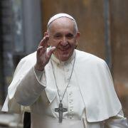 """Bizarres Video! Papst """"schlägt"""" aufdringliche Frau (Foto)"""