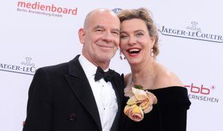 Martin Wuttke mit seiner damaligen Frau Margarita Broich auf dem Weg zur Verleihung des Deutschen Filmpreises 2016. (Foto)
