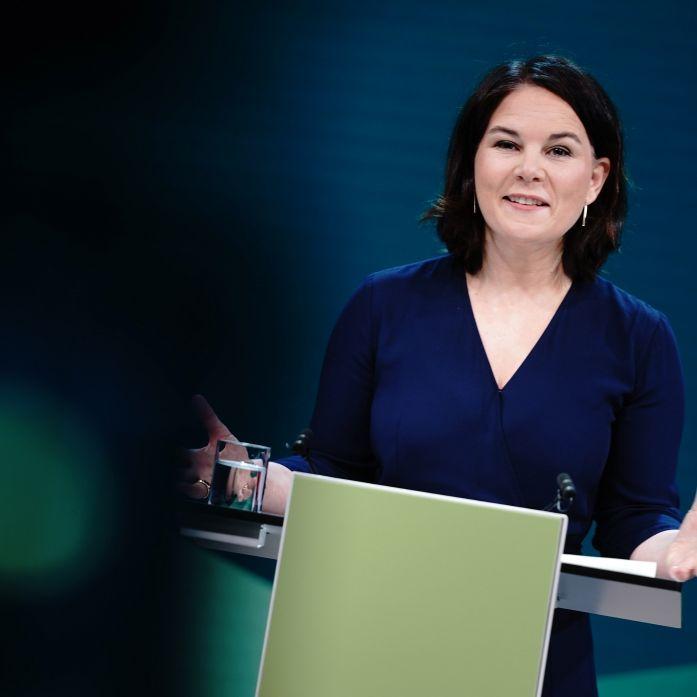 """""""Sexistische Mottenkiste!"""" So scharf wird die Kanzlerkandidatin im Netz angegriffen (Foto)"""