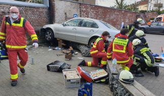 Ein 86-Jähriger raste auf dem Parkplatz eines Einkaufszentrums in Mülheim/Ruhr eine Frau tot. (Foto)