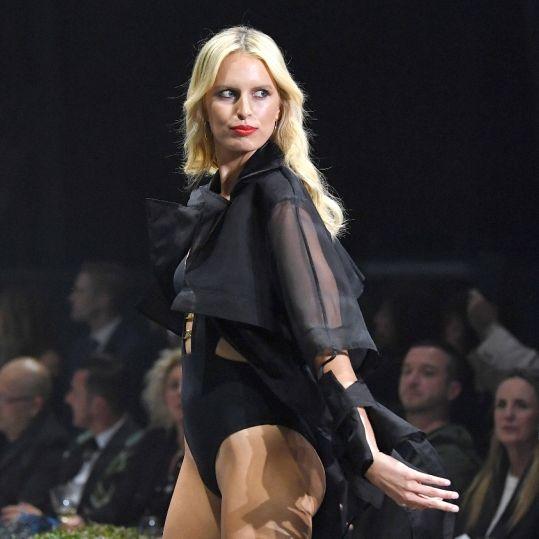 Nackt-Kracher! HÜLLENLOS präsentiert das Supermodel seine Babykugel (Foto)