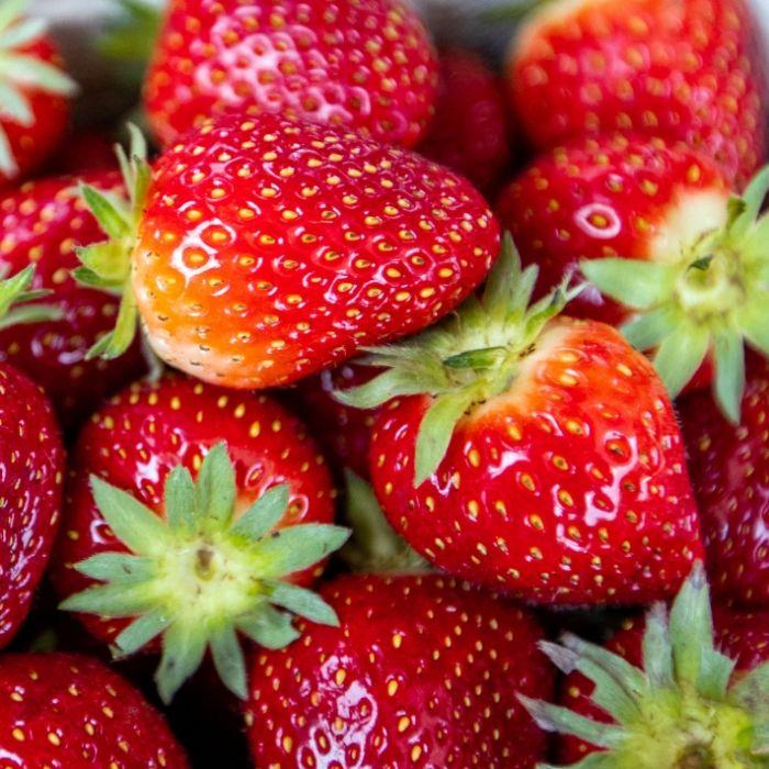 Gefährlicher Snack! Mädchen findet Nadel in Erdbeere (Foto)