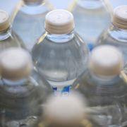 Neue Studie! Schädigen Getränkeflaschen unser Gehirn? (Foto)