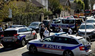 Bei einem Messerangriff auf einer Polizeiwache ist eine Mitarbeiterin der Polizei getötet worden. (Foto)