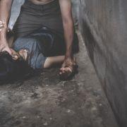 Sie schrie vor Qual! 12-Jährige von Nachbar auf Terrasse vergewaltigt (Foto)