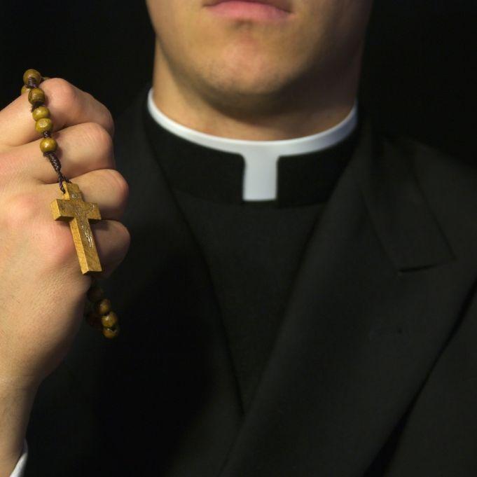 """Homosexualität propagiert! Priesterschüler wegen """"Prince Charming"""" rausgeschmissen (Foto)"""