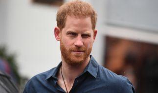 Keine herzliche Begrüßung? Seine Rückkehr in den Schoß der Familie dürfte sich Prinz Harry anders vorgestellt haben... (Foto)