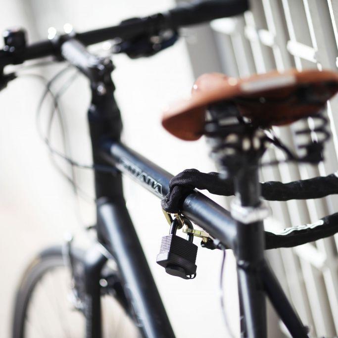Leichtes Spiel für Diebe! DIESES Fahrradschloss fällt durch Test (Foto)