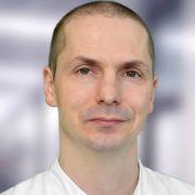 Dr. med. Til Ramón Kiderlen ist Facharzt für Innere Medizin, Hämatologie, Onkologie, Infektiologie und Notfallmedizin sowie Oberarzt am Vivantes Klinikum Berlin Neukölln in der Klinik für Hämatologie, Onkologie und Palliativmedizin