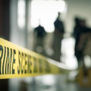Selbstmörder springt aus 9. Stock und landet auf Frau (29) - tot (Foto)