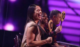 """Welches Tanzpaar kann wohl in der 8. Live-Show von """"Let's Dance"""" 2021 die Höchstpunktzahl bei der Jury abstauben? (Foto)"""