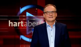 """Am Montag fühlt Moderator Frank Plasberg bei """"hart aber fair"""" seinen Gästen wieder auf den Zahn (Foto)"""