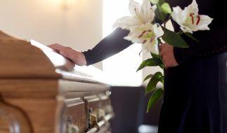 Die Trauerfeier für den verstorbenen Musiker Bonny Brent lief alles andere als gewöhnlich ab (Symbolbild). (Foto)