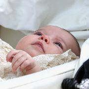 Am 5. Juli 2015 wurde die zweimonatige Prinzessin von Cambridge auf den Namen Charlotte Elizabeth Diana getauft.