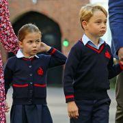 Auch Mini-Royals müssen die Schulbank drücken: Prinzessin Charlotte mit ihrem großen Bruder Prinz George am ersten Schultag in