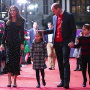 Im Dezember 2020 besuchte Prinzessin Charlotte mit ihren Brüdern George und Louis und ihren Eltern das Weihnachtstheaterstück