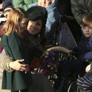 Keine Berührungsängste: Prinzessin Charlotte darf zu Weihnachten 2019 mit Mama Kate Middleton Royals-Fans begrüßen.