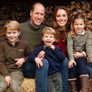 Nachwuchsglück im Dreierpack: Kate Middleton und Prinz William mit ihren Kindern Prinz George, Prinz Louis und Prinzessin Charlotte (v.l.n.r.) im Herbst 2020.