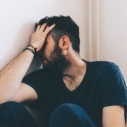 Sex-Überfall! Mann auf Gehweg missbraucht (Foto)